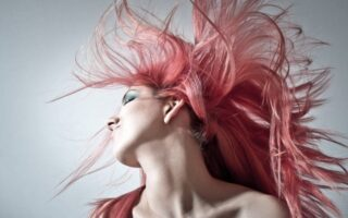 How to Take Out Frizz From Synthetic Wigs